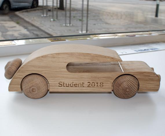 AM-Gravering-gaveartikler-student-bil